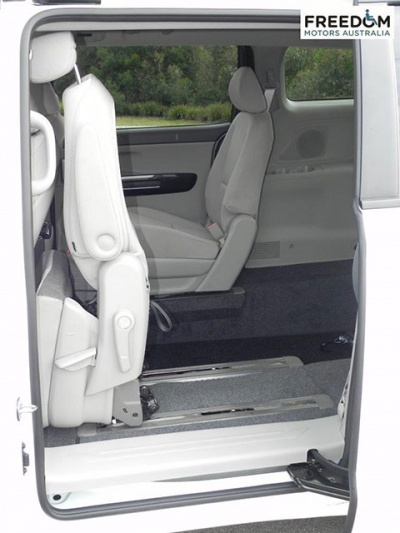 Kia Carnival YP wheelchair vehicle - Side door with seat up view